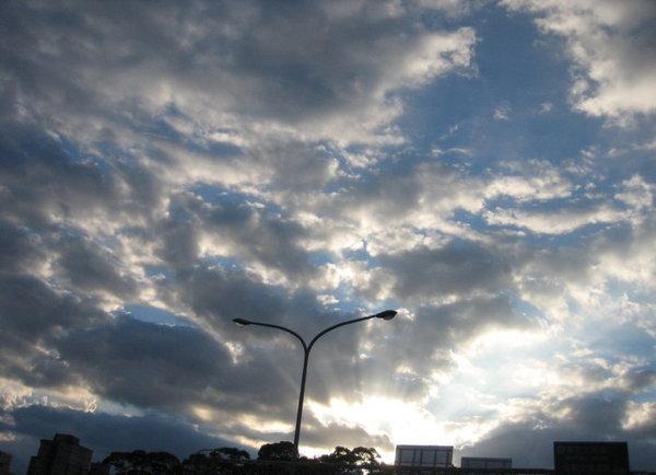 天空的顏色似乎可以反映我心情的沉重