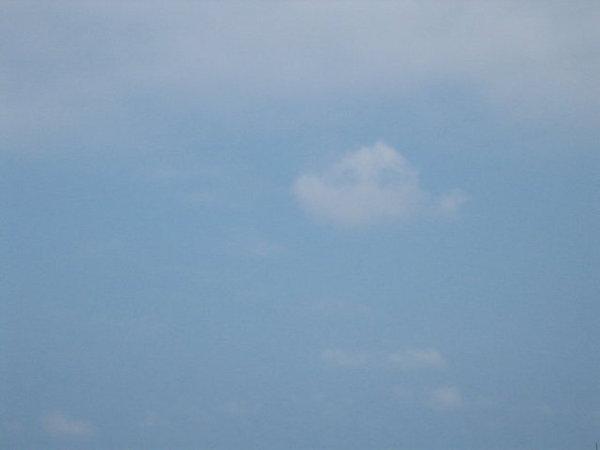 棉花糖似的雲