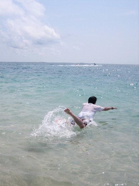 聖伯納跳水!