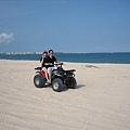 沙灘車-表弟和咩咩