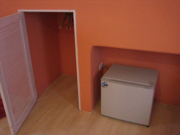 102的小衣櫃和冰箱