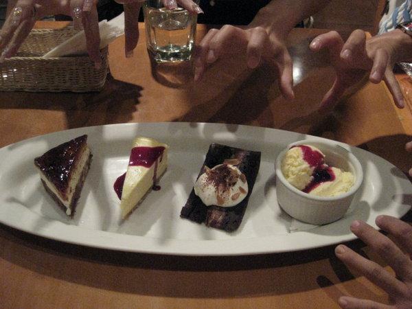 對蛋糕伸出魔爪
