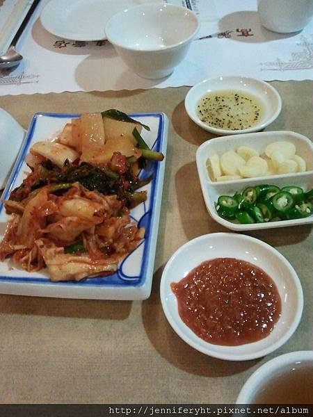 泡菜和烤肉配料