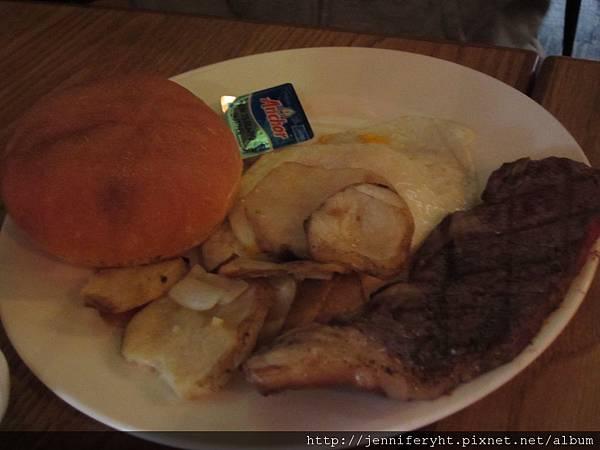 嫩肩牛排組合早餐