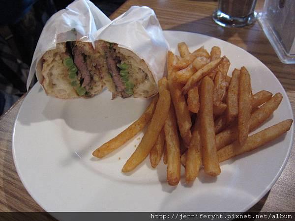 馬鈴薯碳烤 嫩肩牛排三明治