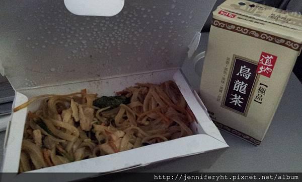 國泰去程飛機餐-豬肉炒麵