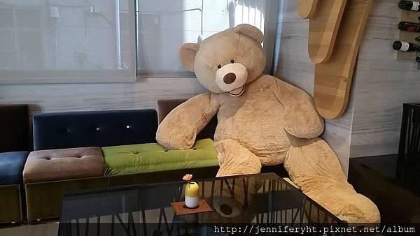 二月份住宿-大廳的大熊