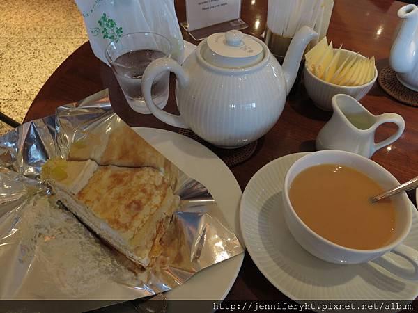 蛋糕和喝不出栗子風味的紅茶