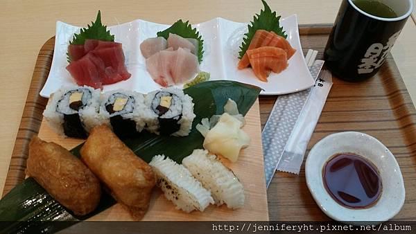 羽田機場吃早餐-生魚片
