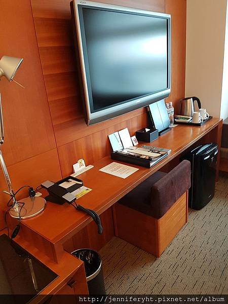 樂天飯店-書桌和電視