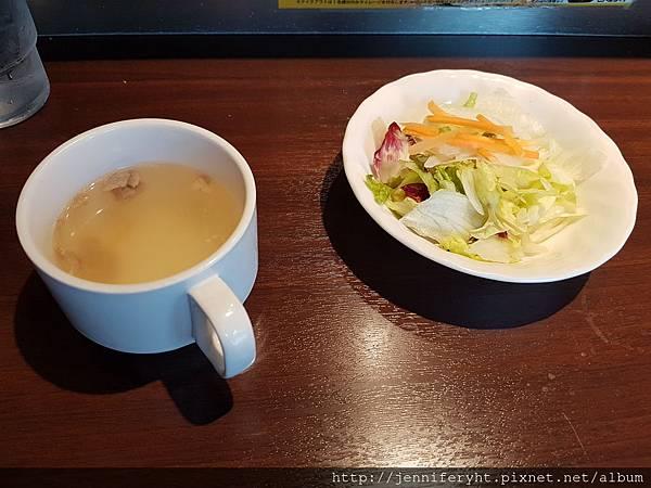 いきなりステ-キ-湯和沙拉,湯還不錯喝,沙拉就是草...