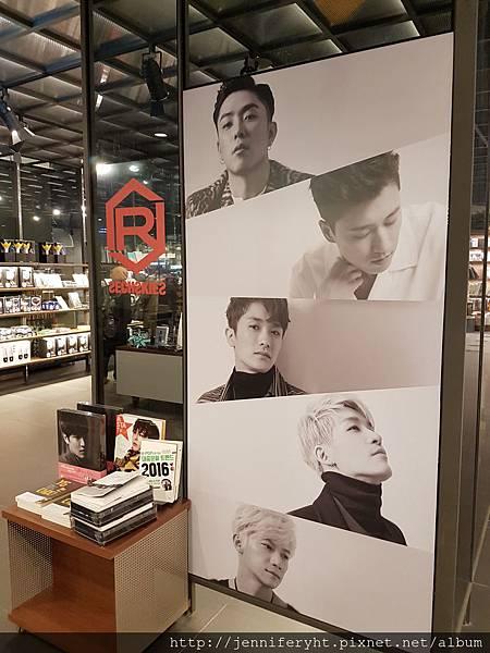 現代OUTLET B1的書店內的YG賣場
