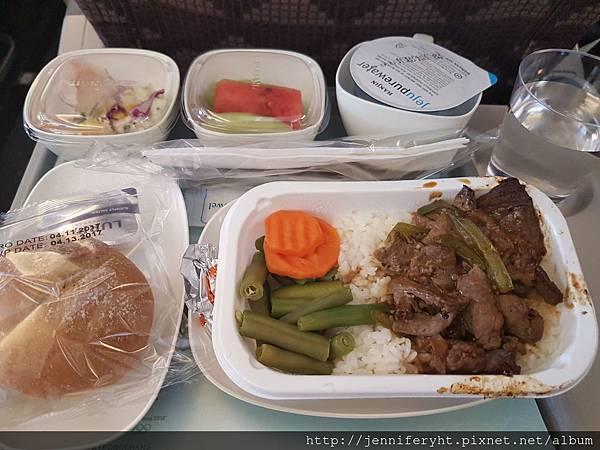台北→首爾機上餐 牛肉的~