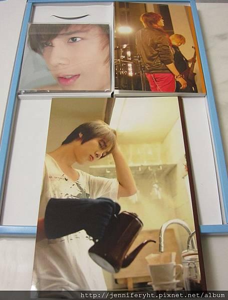 左-DVD 右-Fanbook 下-寫真集 的背面