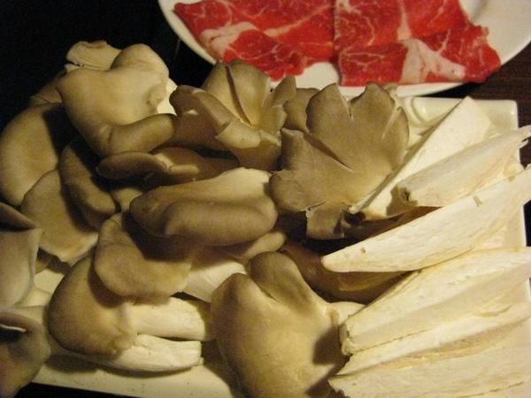 紅蟹將軍-秀珍菇和杏鮑菇