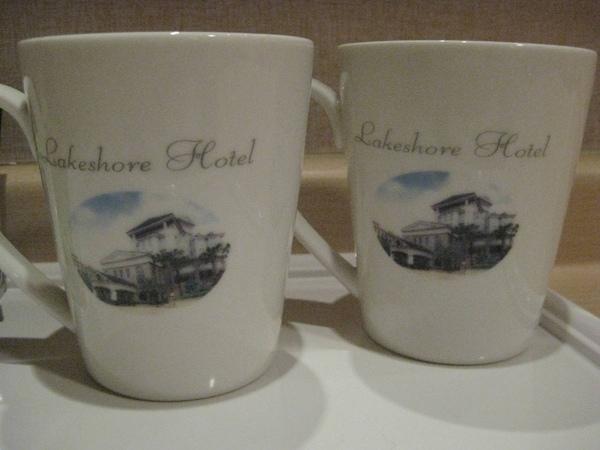 印有煙波大飯店圖案的馬克杯