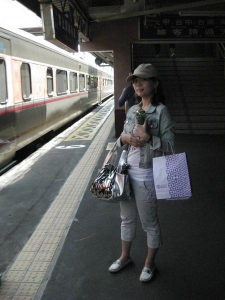 火車來了,要回家囉!