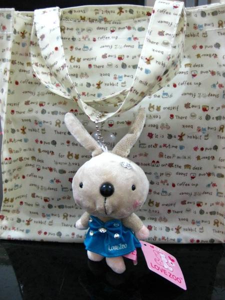 外面這隻兔子叫Andy