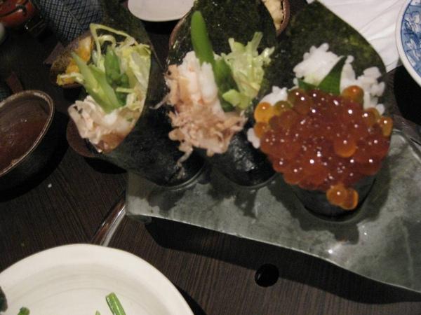 蝦蘆筍手捲和鮭魚卵手捲