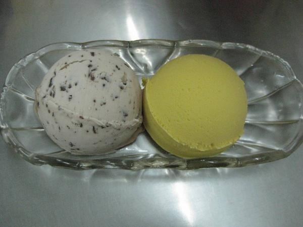 雪王冰淇淋-碎玉巧克力、芒果