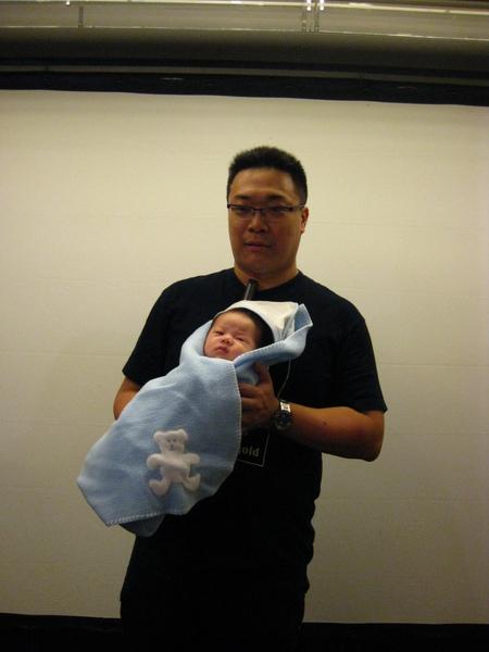 朱宅抱著朱寶寶