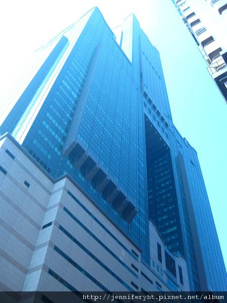 仰望85大樓