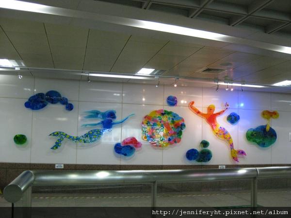 三多商圈站的裝飾藝術