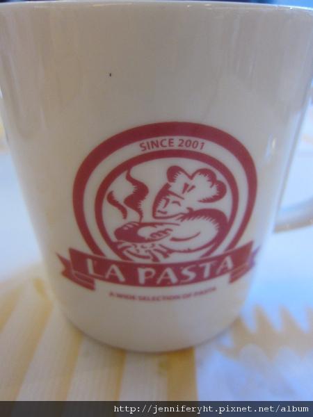 熱抹綠奶茶的杯子