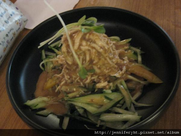 雞肉沙拉佐日式芝麻醬
