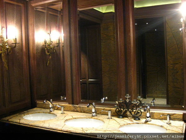 君品五樓宴會廳「亮」的廁所