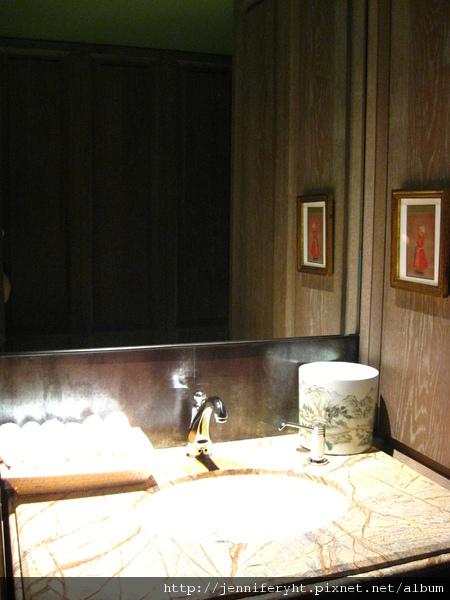 君品十七樓健身房的廁所