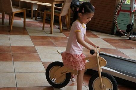 騎腳踏車玩泡泡034