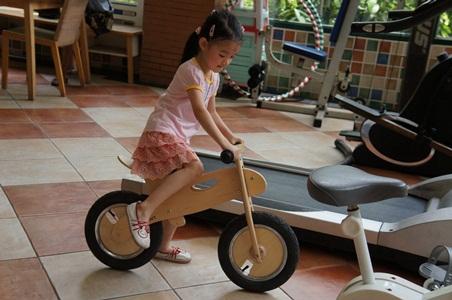 騎腳踏車玩泡泡035