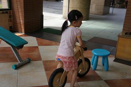騎腳踏車玩泡泡038