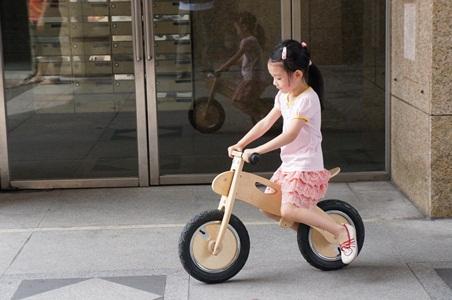 騎腳踏車玩泡泡046