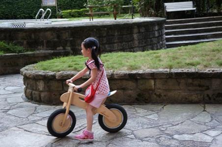 騎腳踏車玩泡泡062