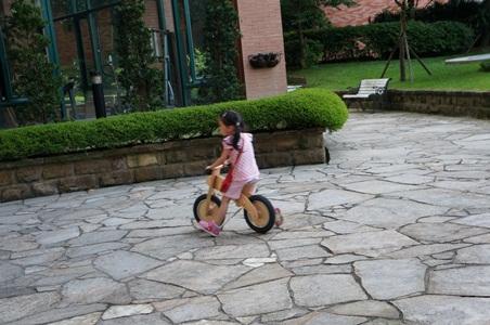 騎腳踏車玩泡泡063