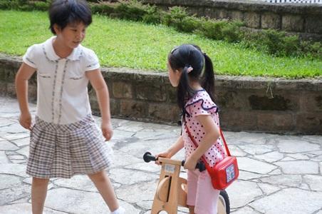 騎腳踏車玩泡泡078