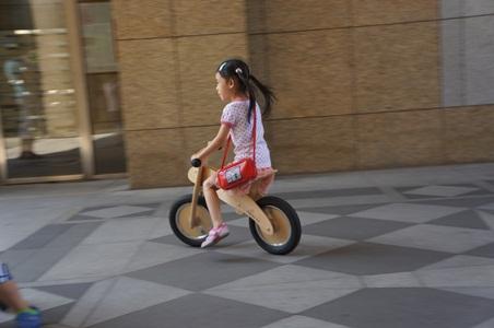 家中騎腳踏車003