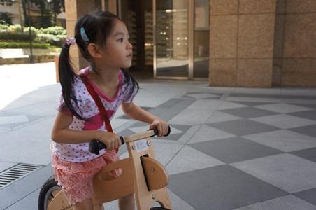 家中騎腳踏車008