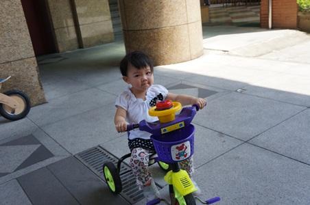 家中騎腳踏車024