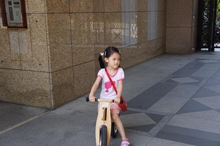 家中騎腳踏車075