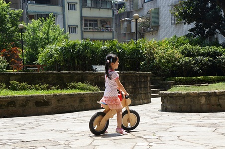 家中騎腳踏車077