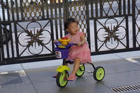 在家騎腳踏車001