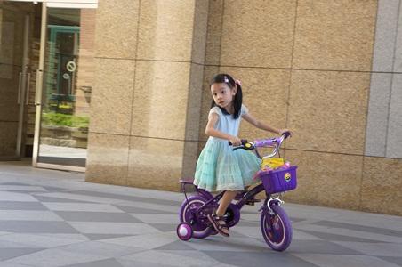 在家騎腳踏車012
