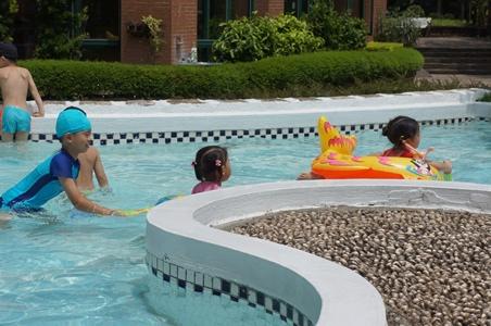 哥哥來家裡玩水062.JPG