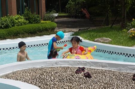 哥哥來家裡玩水064.JPG