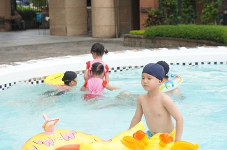 哥哥來家裡玩水191.JPG