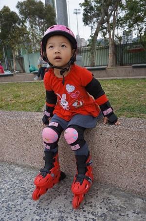 寧買新溜冰鞋3.JPG