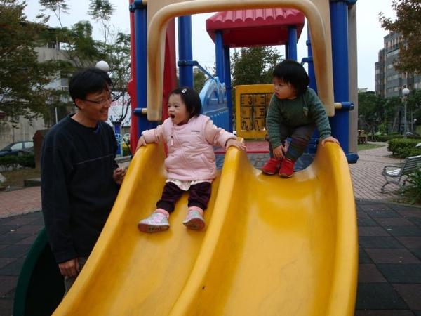 公園溜滑梯14.JPG